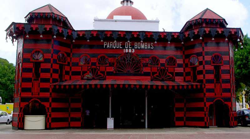 Parque de Bombas, Ponce, Plaza