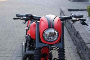 El carácter de la moto varía bastante con la decoración roja